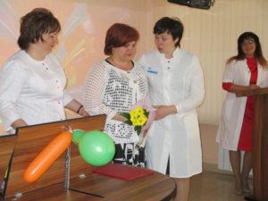 Награждение медицинской сестры палатной ОЛТ №2 А.С. Демчук