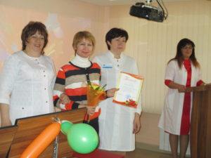 Награждение медицинской сестры участковой ДДО О.А. Копены