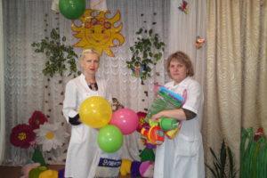 медсестры приехали поздравлять